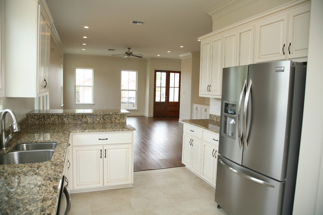 Spencer / Lakeview traditional-kitchen
