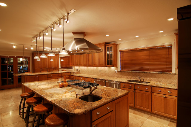 Sprawling Texas Kitchen traditional-kitchen