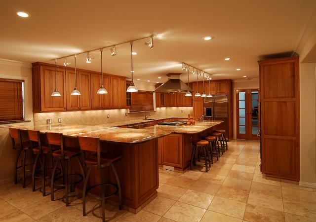 Sprawling Texas Kitchen traditional-kitchen