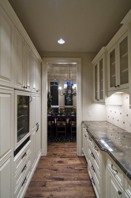 Spur Road - Edina, MN traditional-kitchen