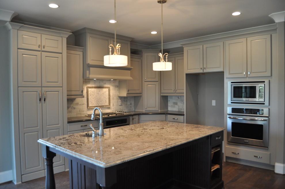 Kitchen - kitchen idea in Raleigh with an island