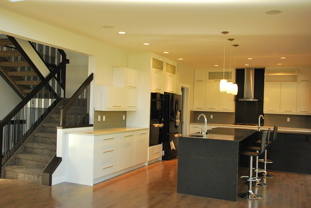 St Albert Estate Modern Kitchen Edmonton By Edmonton Kitchen Bath Cabinet Inc