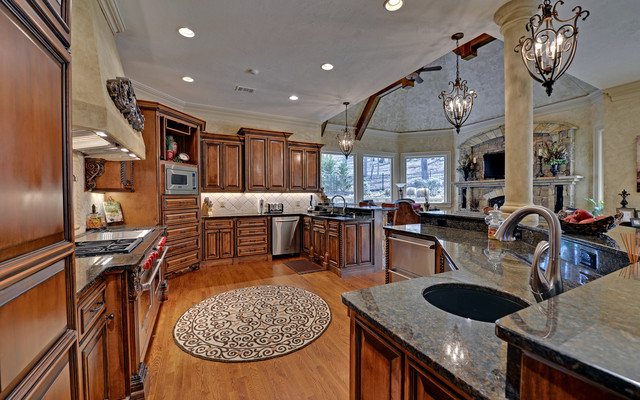 St marlo golf country club custom homes traditional for Webs custom kitchen
