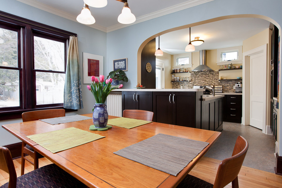 Inspiration for a timeless eat-in kitchen remodel in Minneapolis