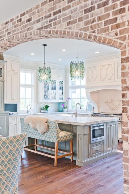 Kitchen - large beach style kitchen idea in Jacksonville