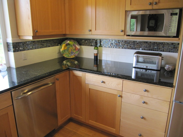 Stainless appliances, Hickory cabinetry, Uba Tuba Granite counter tops - Craftsman - Kitchen ...