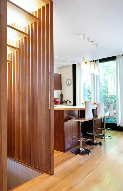 Stair slats walnut kitchen modern kitchen toronto for Minimalistisch wohnen vorher nachher