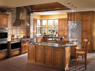 Starmark Cabinetry Kitchen In A Transitional Design