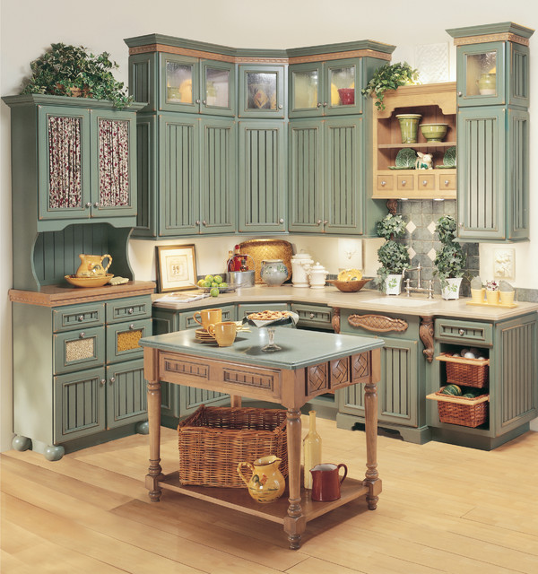 StarMark Cabinetry Kitchen in Heritage door style Maple farmhouse kitchen