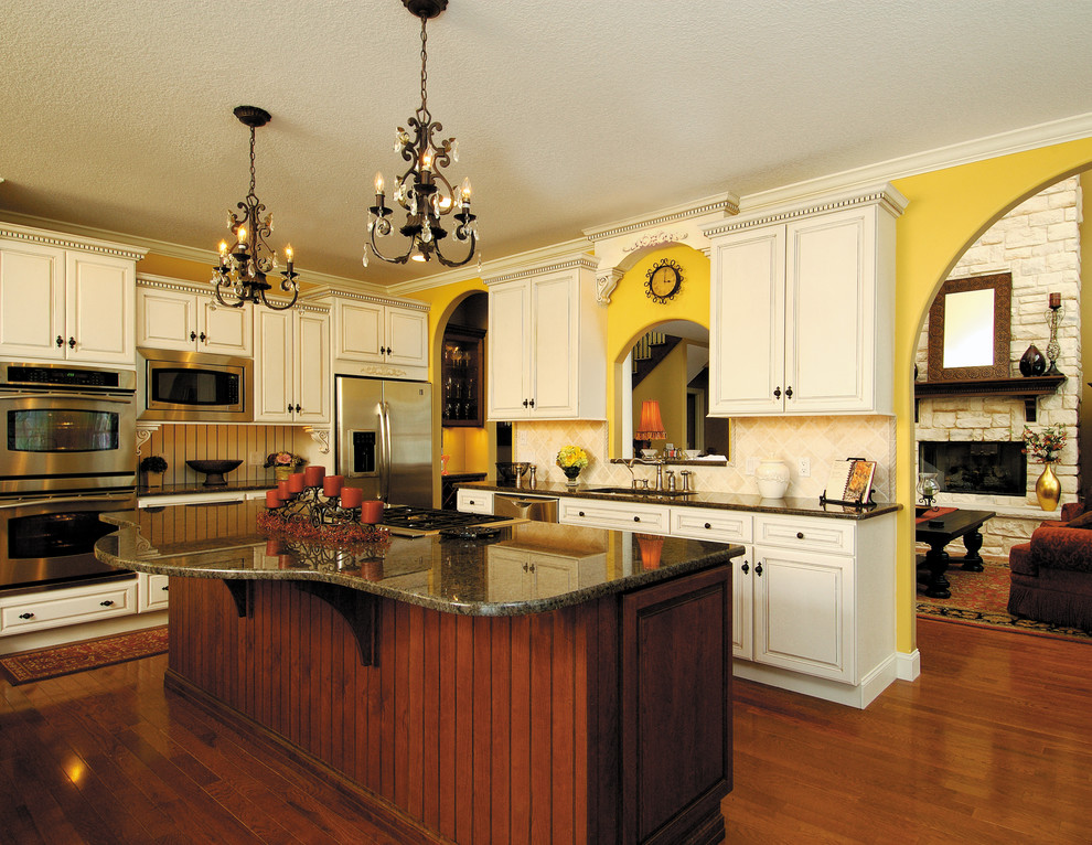 Starmark Cabinetry Kitchen In Maple Finished Ivory Cream With Chocolate Glaze Traditional Other By Houzz