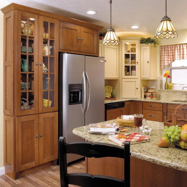 StarMark Cabinetry Two-Tone Kitchen In Quarter Sawn Oak