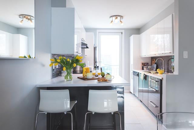 Cuisine ikea ringhult blanc brillant avec for Ikea cuisine abstrakt blanc