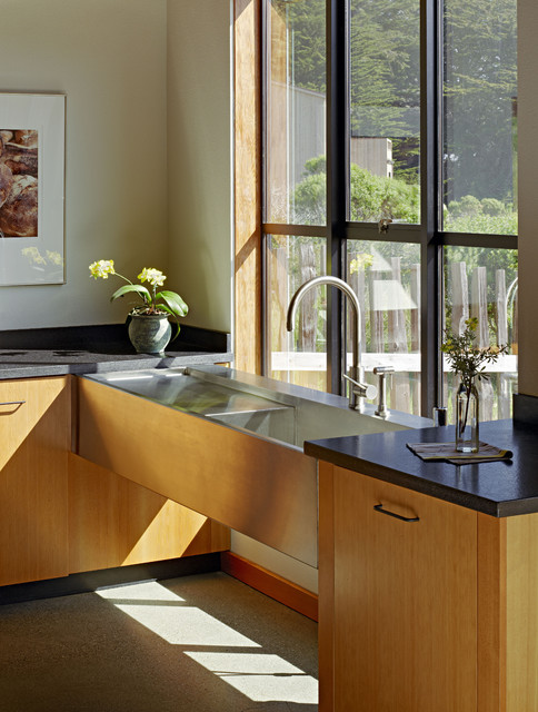 Stone contemporary-kitchen