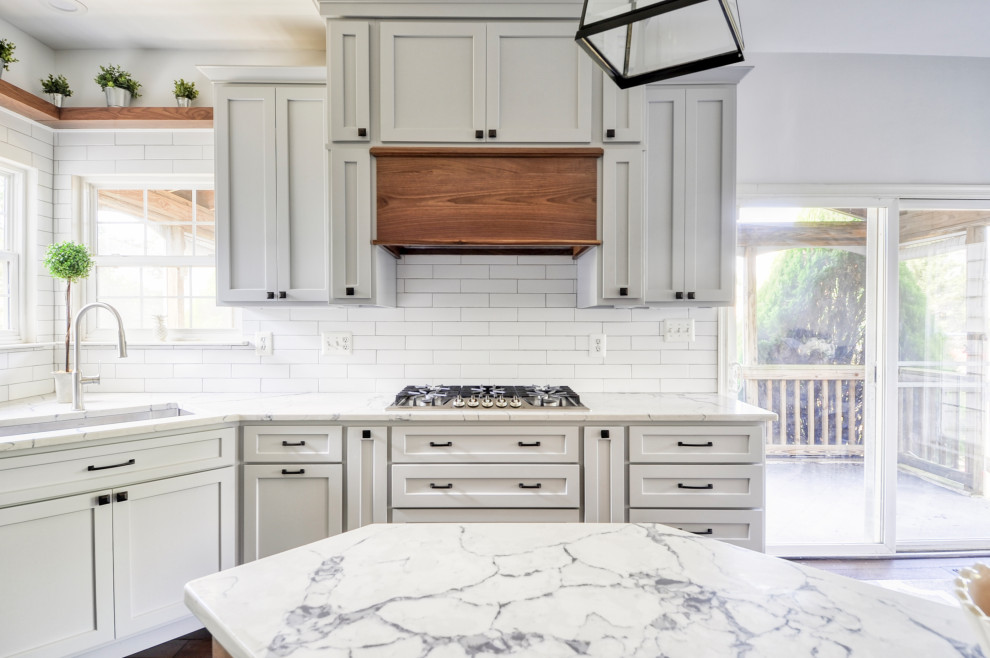 Mid-sized country u-shaped dark wood floor and brown floor eat-in kitchen photo in DC Metro with an undermount sink, recessed-panel cabinets, gray cabinets, quartz countertops, white backsplash, subway tile backsplash, stainless steel appliances, an island and white countertops