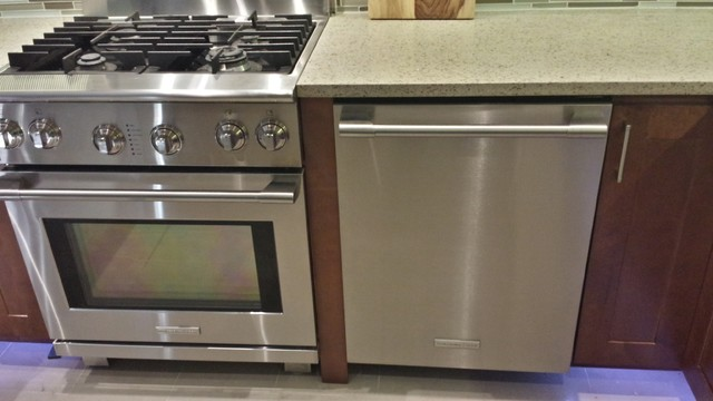 Table Top Dishwasher York : Picture of range and dishwasher. The bottom counter led lights are ...