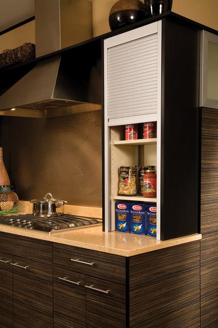 Minimalist Kitchen Photo In Seattle