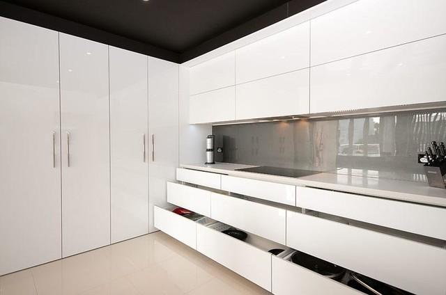 Gold Coast Home contemporary-kitchen