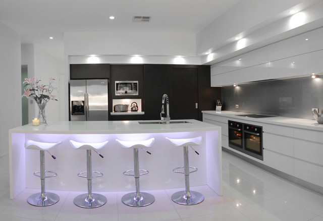 Stretton - Ultra Modern modern-kitchen