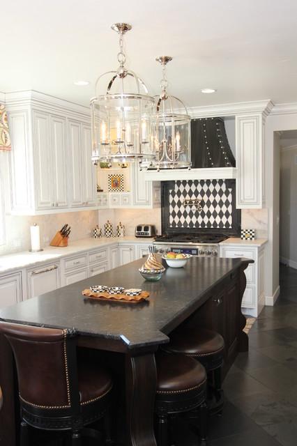 Exceptionnel Striking In Black U0026 White Traditional Kitchen