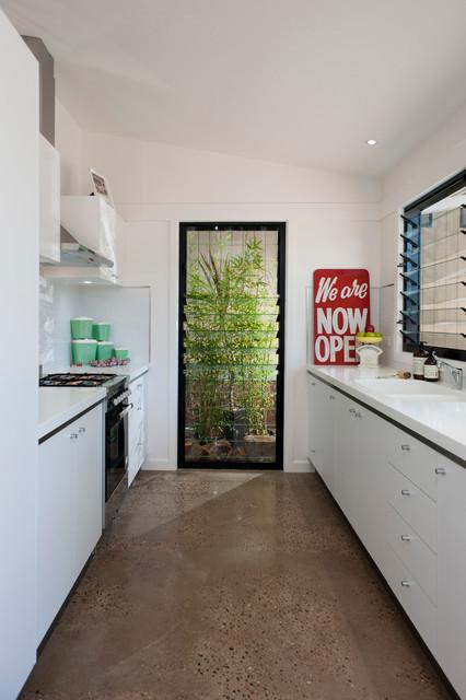 Studio Apartment Tathra Contemporary Kitchen Other