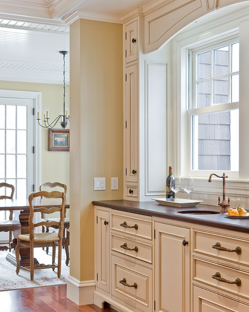 Benjamin Moore Antique White Kitchen Cabinets: Sudbury Bar