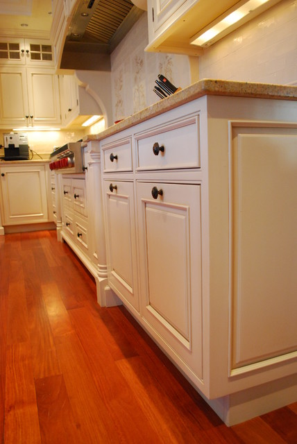 Sudbury Shingle Style traditional kitchen