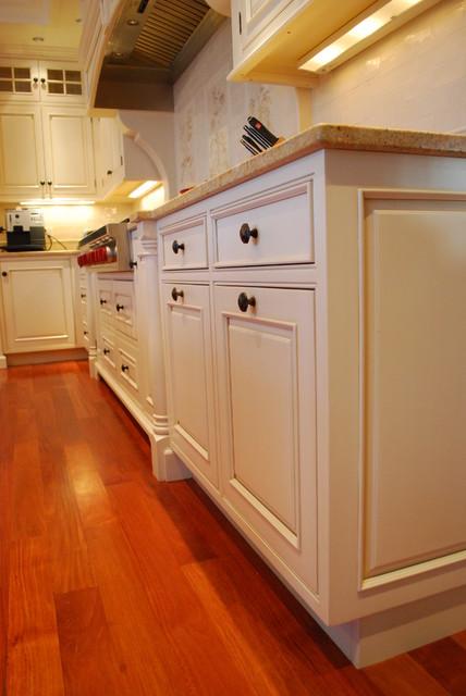 Sudbury Shingle Style traditional-kitchen
