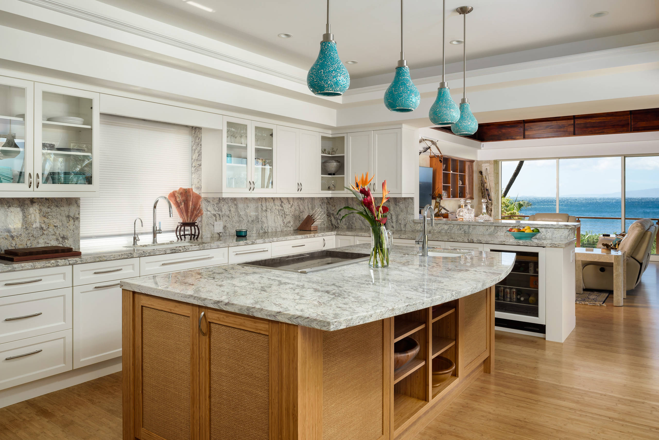 75 Beautiful Tropical Bamboo Floor Kitchen Pictures Ideas April 2021 Houzz
