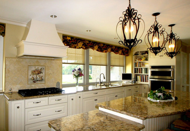 Sunny Traditional Kitchen Traditional Kitchen By Lydia Bogle Morris Black Designs