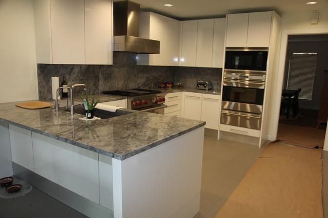 Super white kitchen modern kitchen dallas by the granite shop - Super ktchen desgn dzayn ...