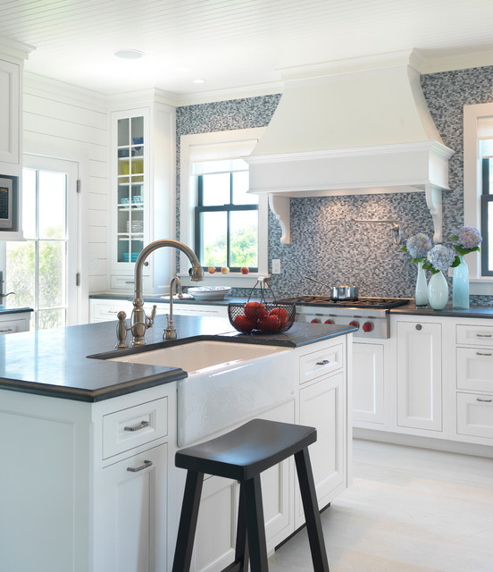 Surfside chic nantucket beach style kitchen boston for Nantucket style kitchen