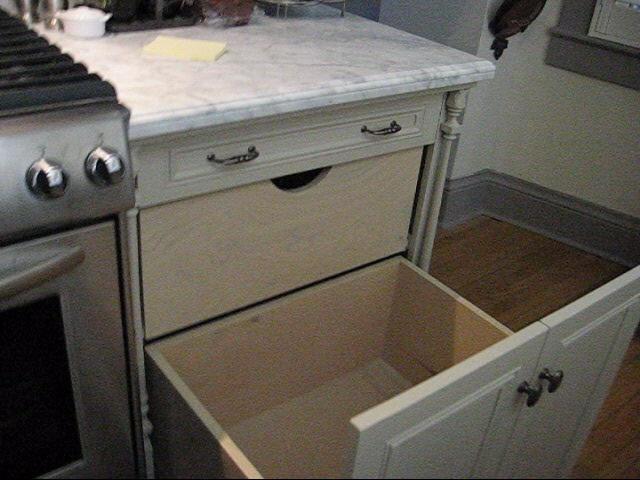 SUSAN'S KITCHEN traditional-kitchen