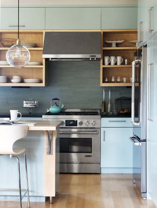 In this simplistic kitchen, glass tile is used in a monochromatic color with tight grout lines to create a minimalist look.