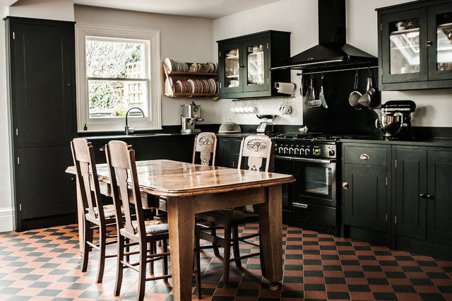 Sw11 kitchen for Traditional english kitchen