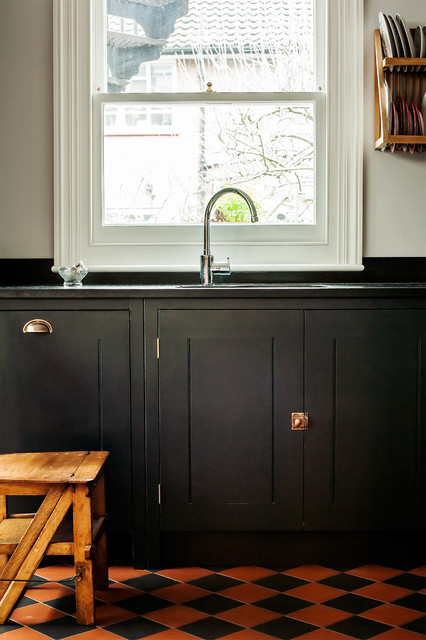 Example of a classic kitchen design in London
