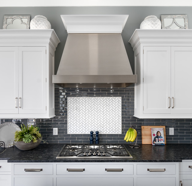 Kitchen - transitional kitchen idea in Grand Rapids