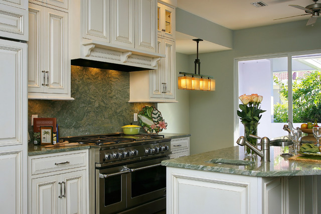 Talan I, Florida - Greenfield Cabinetry traditional-kitchen