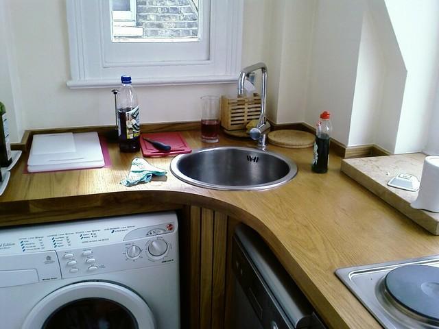 Tasha: Tiny kitchen - Kitchen - london - by Exploit Space