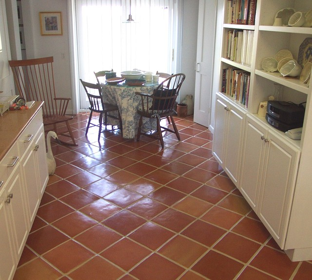 Terracotta kitchen floor kitchen by rustico tile and stone for Terracotta kitchen ideas