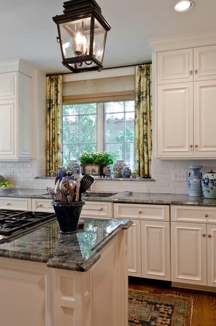 Terrell Hills Classic traditional-kitchen