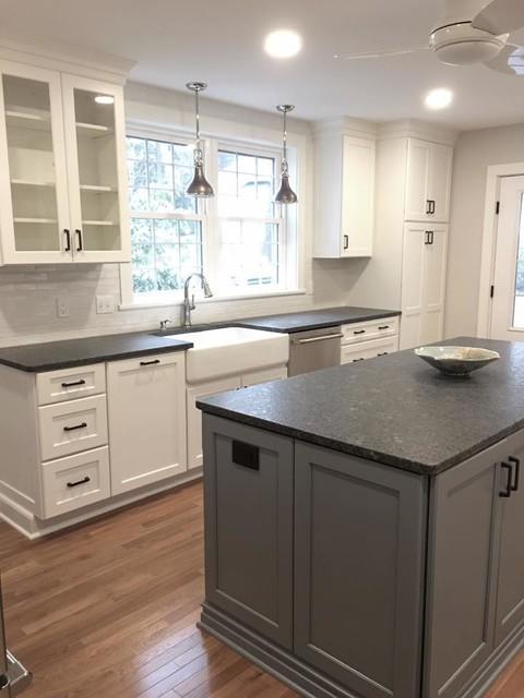Terry's Kitchen - Farmhouse - Kitchen