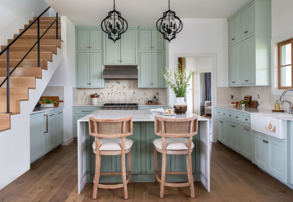 Transitional kitchen photo in Houston