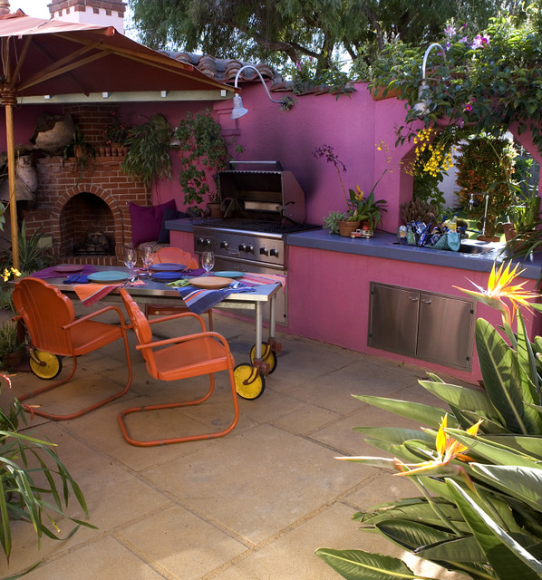 That pink kitchen outdoor kitchen for Mexican outdoor kitchen designs