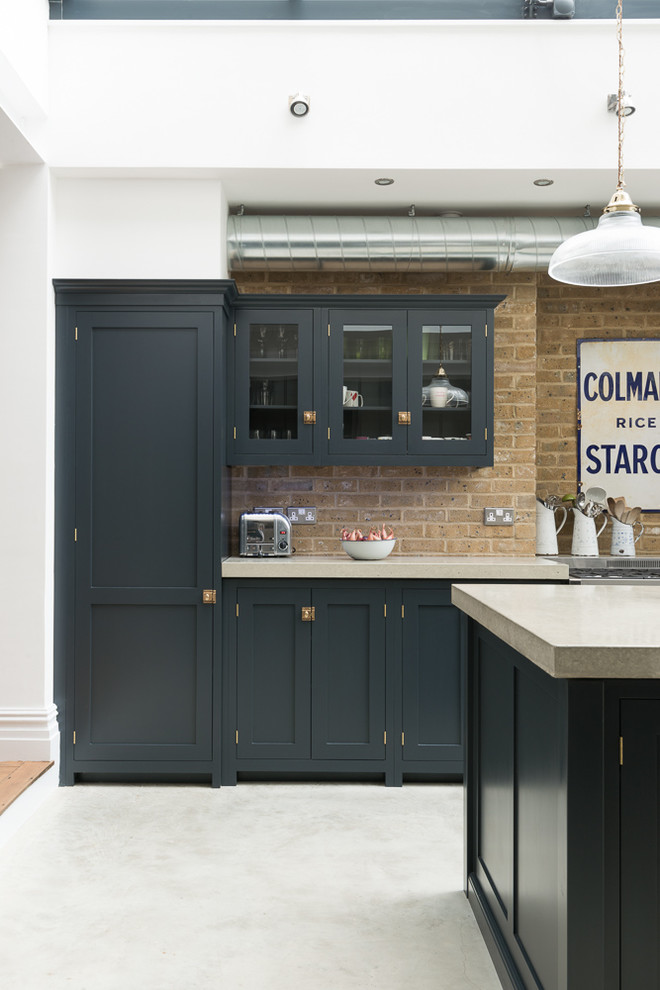 Inspiration for a traditional kitchen in London.