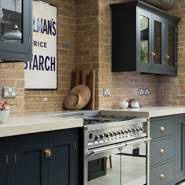 Design ideas for a traditional kitchen in London.