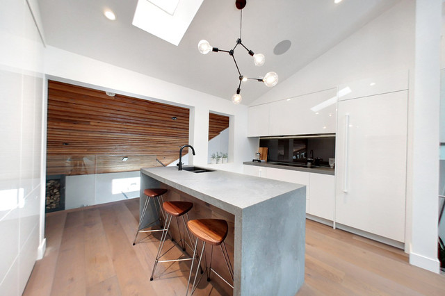 Photo of a modern kitchen in Toronto.