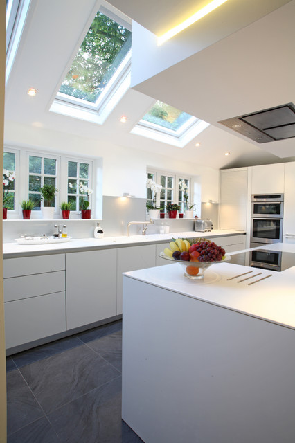 The clean lines of bulthaup b3 in a New Forest home contemporary-kitchen