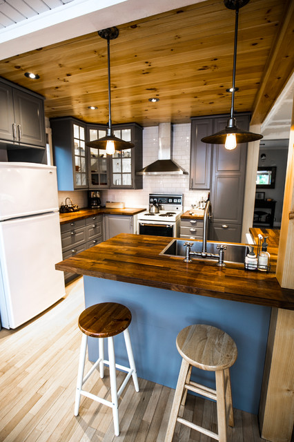 The cozy chalet rustic kitchen montreal by natur for Meubles must montreal
