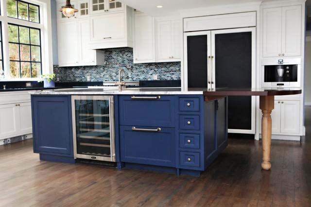 Kitchen - eclectic kitchen idea in Boston