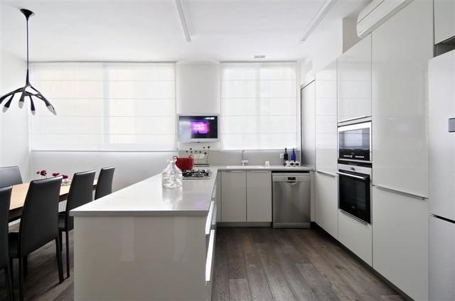 THE DENTIST HOME modern-kitchen